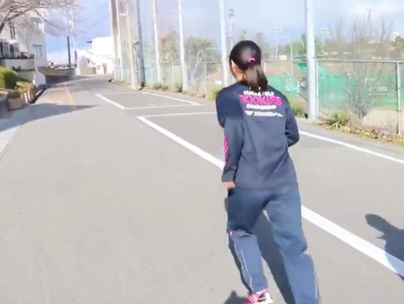 陸上選手の痛みに届け!コアフォースループを装着しけて走り方を改善